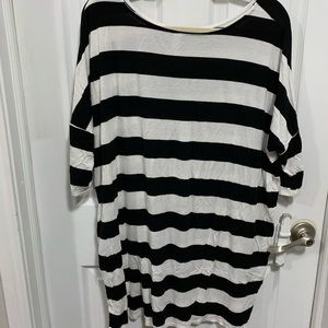 Striped dolman sleeve top with pockets